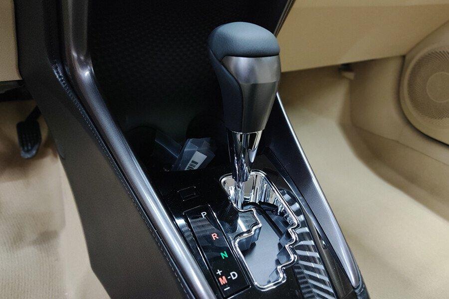 Toyota Vios 1.5E CVT (3 túi khí) - Hình 31