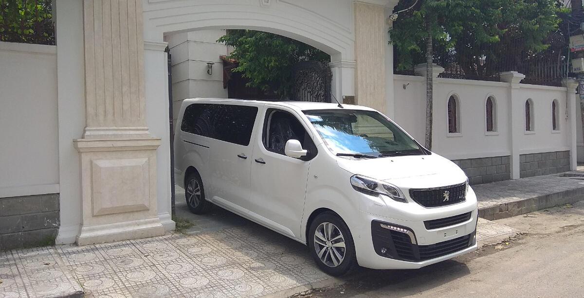 Peugeot Traveller 2019 - Hình 2