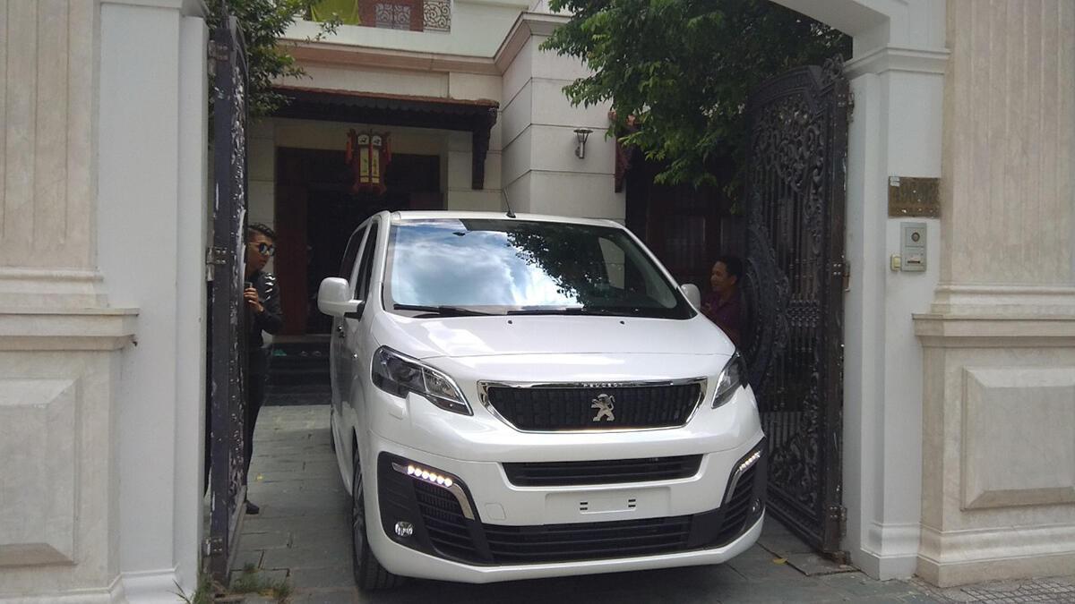 Peugeot Traveller 2019 - Hình 3