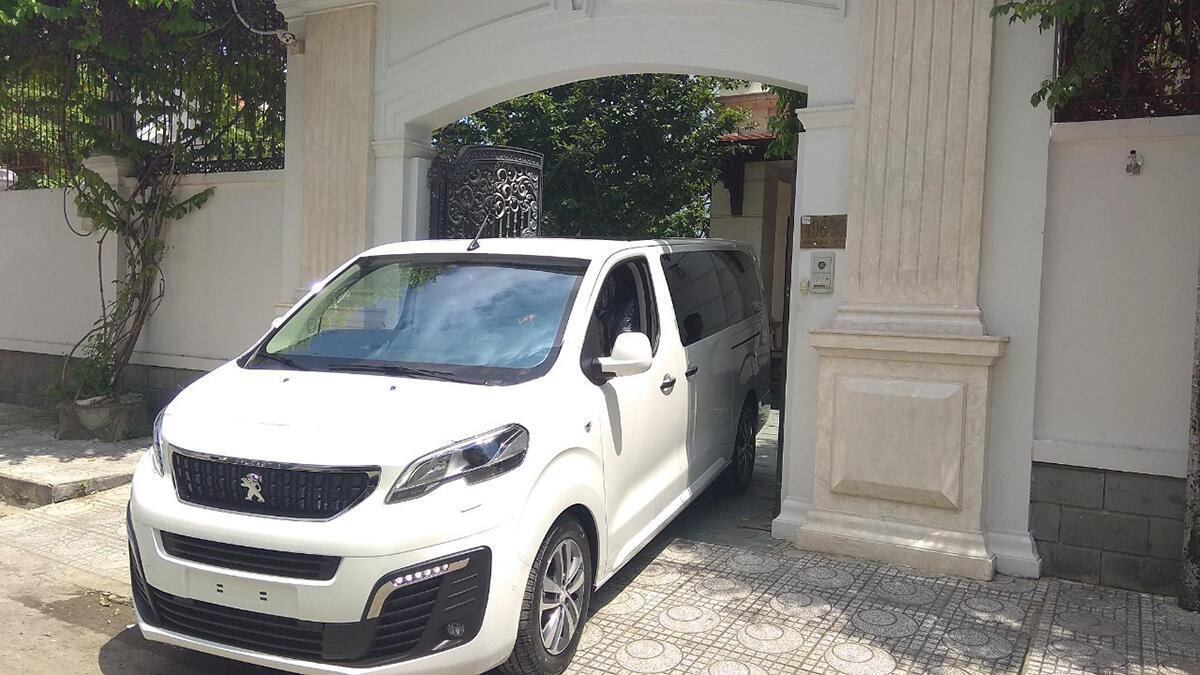 Peugeot Traveller 2019 - Hình 4