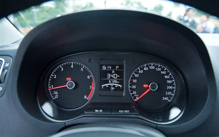 Volkswagen Polo Hatchback 1.8L - Hình 10