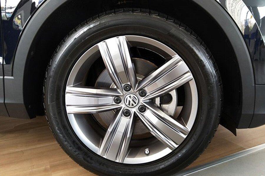 Volkswagen Tiguan Allspace 2.0L - Hình 4