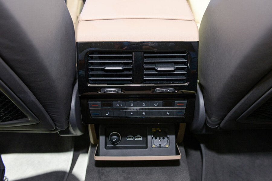 Volkswagen Touareg 2.6L - Hình 17