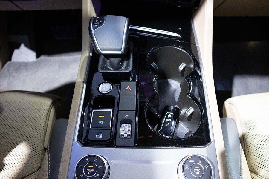 Volkswagen Touareg 2.6L - Hình 20